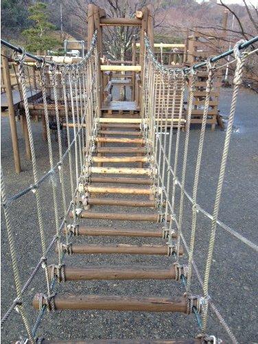 清水区船越堤公園のアスレチックのつり橋