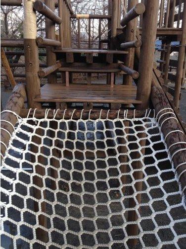 清水市船越堤公園のアスレチックのロープ網