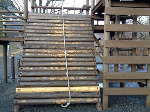 清水市船越堤公園アスレチックの壁登り