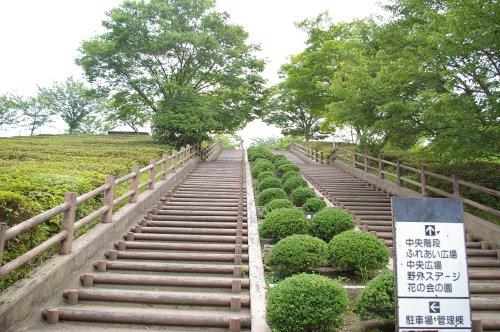 清水区の船越堤公園の正面位置口の長い階段
