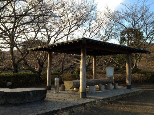 清水市船越堤公園の鳥のモニュメント広場の休憩場所